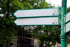 Leerer Standort unterzeichnet Richtung Stockfoto