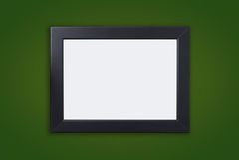 Leerer starker schwarzer Fotorahmen auf Grün stockbild
