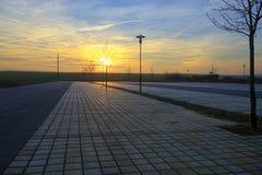 Leerer Stellplatz bei Sonnenuntergang Lizenzfreies Stockfoto