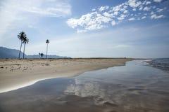 Leerer Strand in Aceh, Indonesien Lizenzfreies Stockfoto
