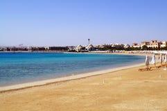 Leerer Strand auf der Küste des Roten Meers von Sahl Hasheesh Hurghada Ägypten Stockbild
