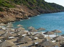 Leerer Strand bis zum Morgen. Agio Nikolaos. Stockbilder
