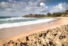 Leerer Strand in der Stadt Tofo Stockbilder