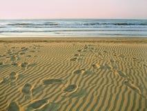 Leerer Strand des Morgens Stockfoto