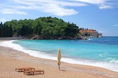 Leerer Strand in Montenegro Lizenzfreies Stockbild