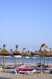 Leerer Strand am Nachmittag Stockfotos