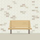 Leerer Stuhl auf Backsteinmauer Lizenzfreie Stockbilder