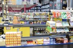 Leerer Supermarktspeicher in der Tageszeit lizenzfreies stockbild