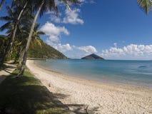 Leerer tropischer Strand Stockfotos