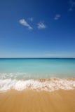 Leerer tropischer Strand Stockbild