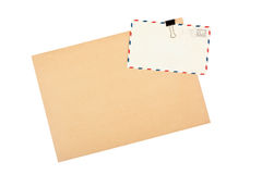 Leerer Umschlag und Postkarten Stockfotografie