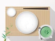 Leerer weißer Plattensatz mit Essstäbchen auf einer Bambusabdeckung Vektor Stockbild