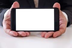 Leerer weißer Schirm Geschäftsmannholding Smartphone vorwärts für Ihren Text oder Bild stockbild