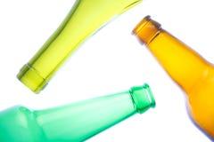 Leerer Wein und Bierflaschen Stockfoto