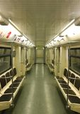 Leerer Zug in Moskau-U-Bahn stockfoto