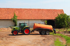 Leererer Traktor des Sinkkastens Stockbilder