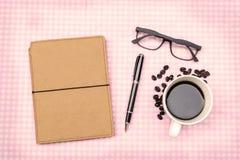 Leeres Anmerkungsbuch mit Kaffee Stockbild
