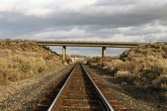 Leeres Bahngleis auf der hohen Wüste Lizenzfreies Stockbild
