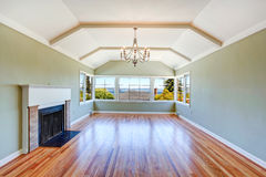 Leeres bestechendes Wohnzimmer Stockbilder