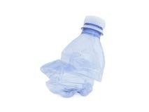 Leeres Blau benutzte Wasserflasche für die Wiederverwertung Lizenzfreie Stockfotos