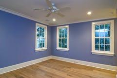Leeres blaues Schlafzimmer stockfoto