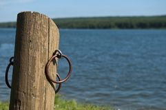 Leeres Boots-Dock auf dem See - Entspannungs-Konzept Lizenzfreies Stockfoto