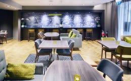 Leeres Café im Hotel Stockfotos