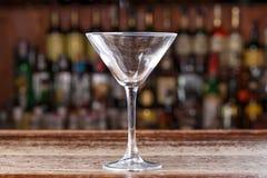 Leeres Cocktailglas kosmopolitisch lizenzfreie stockfotografie
