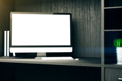 Leeres Computeranzeigenregal Stockbild