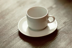 Leeres Cup auf der Tabelle lizenzfreies stockfoto