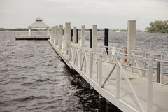 Leeres Dock Lizenzfreie Stockbilder