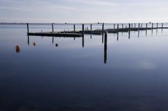 Leeres Dock im Winter Stockfotografie