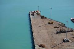 Leeres Dock am Verschiffungshafen Lizenzfreie Stockbilder