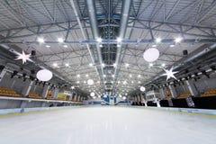 Leeres Eisstadion am Eis-Palast Mechta Stockbild