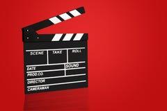 Leeres Filmscharnierventilbrett- oder -filmscharnierventilkinobrett, Schieferfilm auf rotem Hintergrund Kinokonzeptbeschneidungsp stockfoto