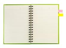 Leeres gewundenes Notizbuch offen auf Weiß Stockbilder