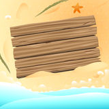 Leeres hölzernes Brett auf dem Sandstrandhintergrund-Vektordesign Lizenzfreie Stockfotografie