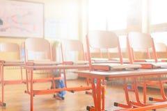 Leeres Klassenzimmer getrennte alte Bücher Lizenzfreie Stockfotos