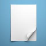 Leeres leeres Blatt des Weißbuches mit gekräuselter Ecke Stockfotos