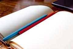 Leeres Notizbuch mit Bleistiften Lizenzfreie Stockfotografie