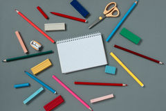 Leeres Notizbuch mit Briefpapierversorgungen Lizenzfreies Stockfoto