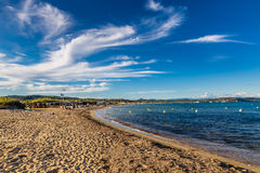 Leeres Pampelonne-Strand-Heiliges Tropez, Frankreich lizenzfreies stockbild