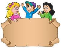 Leeres Pergament mit glücklichen Kindern Stockfotos