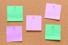 leeres quadratisches grünes und Purpur festgestecktes Blatt Stockbilder