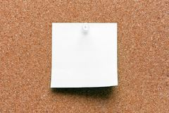 Leeres quadratisches Weiß festgestecktes Blatt Lizenzfreie Stockfotografie