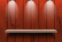 Leeres Regal auf roter hölzerner Wand Stockbilder