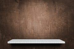 Leeres Regal auf Schmutzbraunhintergrund für Produktanzeige lizenzfreies stockbild