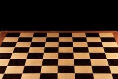 Leeres Schachbrett auf einem schwarzen Hintergrund Stockfoto
