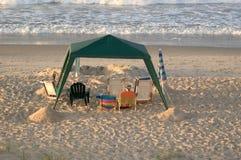 Leeres Strand-Kabinendach stockbild