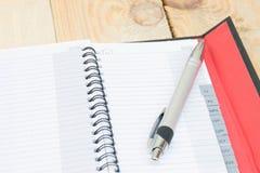 Leeres Telefonbuch auf Holz Lizenzfreies Stockbild